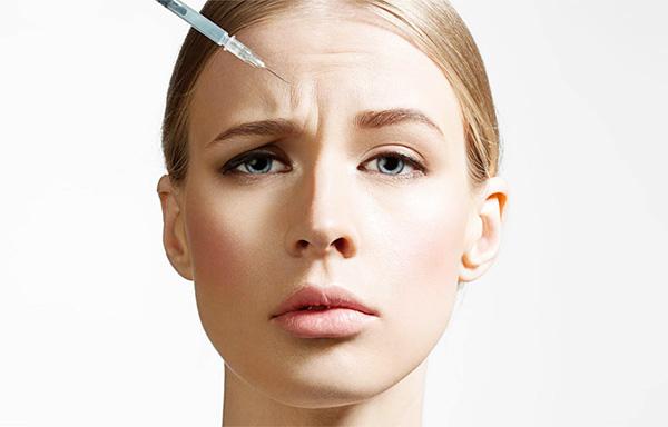 Il existe un certain nombre de situations dans lesquelles il est impossible de réaliser des injections de Botox, et parmi les contre-indications, il existe des interdictions strictes sur lesquelles le médecin insistera ...
