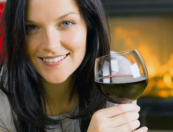 Certains médecins recommandent fortement de s'abstenir de l'alcool avant et après les injections de Botox, tandis que d'autres ne voient pas l'intérêt de telles interdictions. Lequel d'entre eux a raison? ..