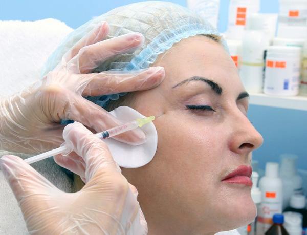 Une seringue à aiguille fine pour l'administration de préparations à base de toxine botulique