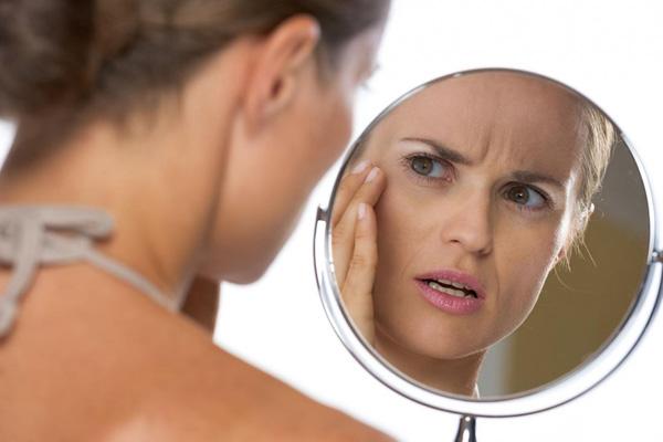Considérez quelles conséquences indésirables pour le visage peuvent se produire après l'introduction du Botox et que faire si elles se produisent ...