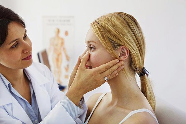 Les erreurs commises lors de l'examen initial du visage du patient peuvent conduire à des défauts d'expressions faciales après un traitement par botulinum