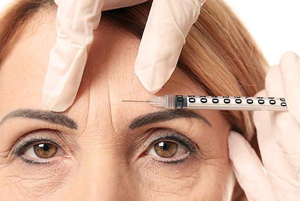Nous découvrons à quel point le Botox est efficace pour éliminer les rides des sourcils ...